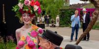 Голая женщина в узорах, Кейт Миддлтон, ее сад и королева: фото Цветочного шоу в Челси