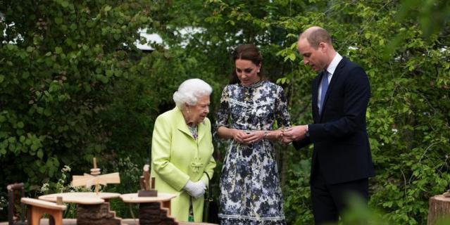 Выставка Chelsea Flower Show. На пресс-день прибыли королева Елизавета, Кейт Миддлтон и принц Уильям.