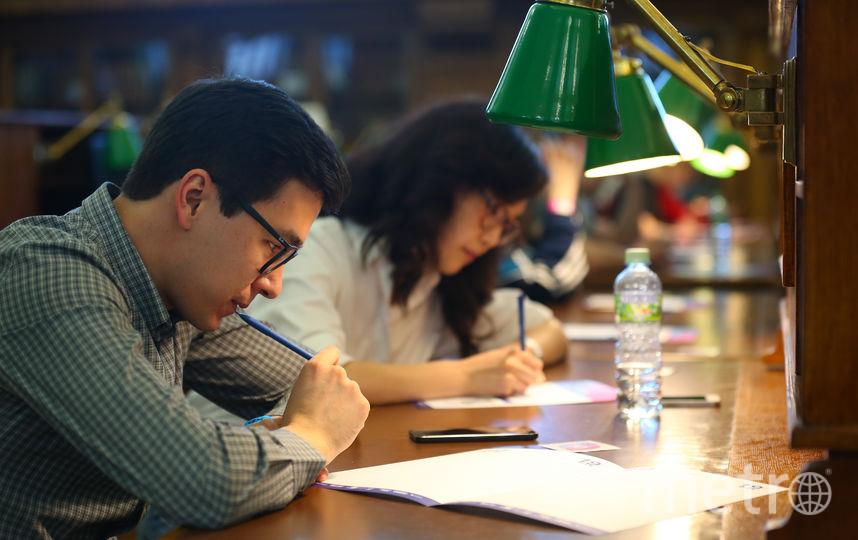 Школьники и студенты пишут сочинение про рэп. Фото Василий Кузьмичёнок