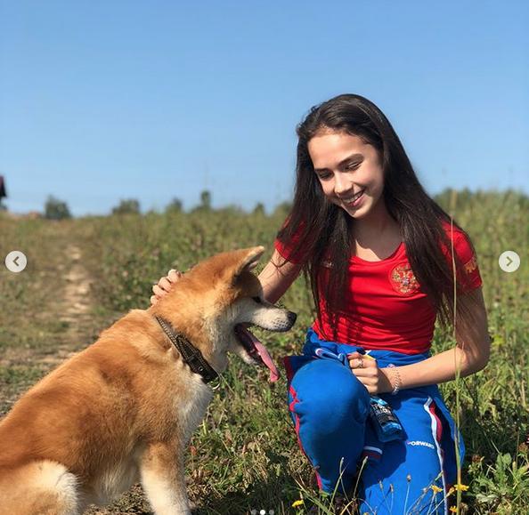 Олимпийская чемпионка 2018 года Алина Загитова. Фото скриншот: instagram.com/azagitova/?hl=ru