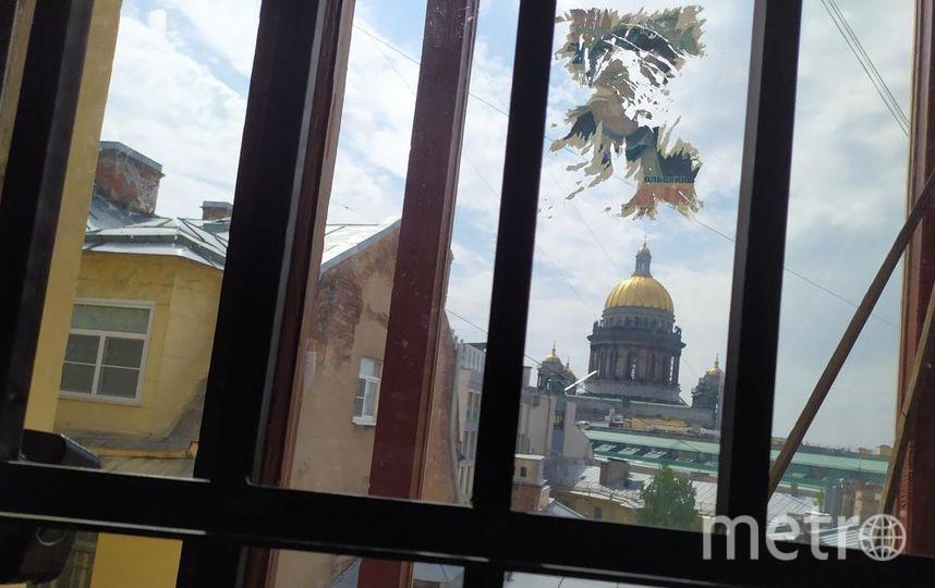 """Эта решётка всё равно не спасает от любителей селфи. Фото Святослав Акимов, """"Metro"""""""