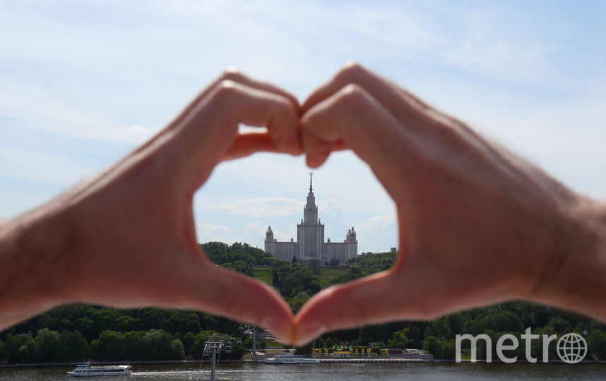 Трудно найти лучший вид на высотку МГУ, чем с крыши «Лужников». Фото Василий Кузьмичёнок