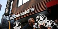 В США сотрудников известного ресторана быстрого питания обвинили в харассменте