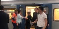 Пассажиры, которые застряли в поездах столичного метро, поделились эмоциями