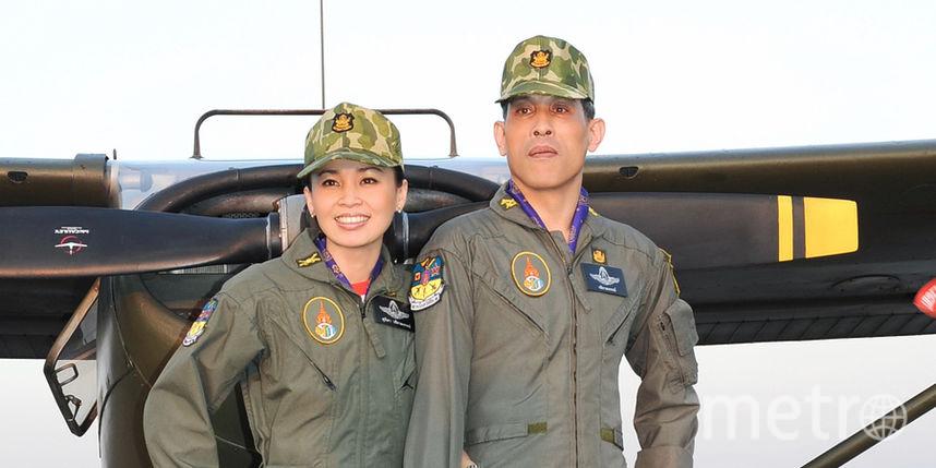 Королеве Таиланда по душе мундиры и каски