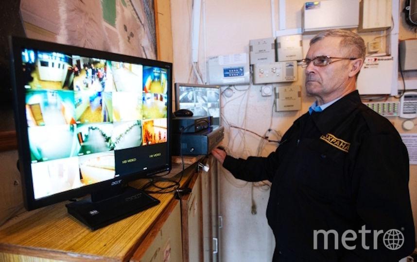 Охранник в школе. Архивное фото. Фото РИА Новости