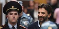 Басманный суд продил арест Михаилу Абызову