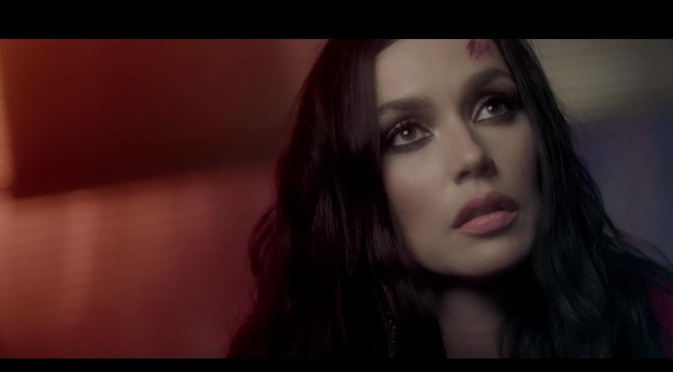 """Скриншот клипа """"Не плачу"""". Фото MALFA / youtube, Скриншот Youtube"""