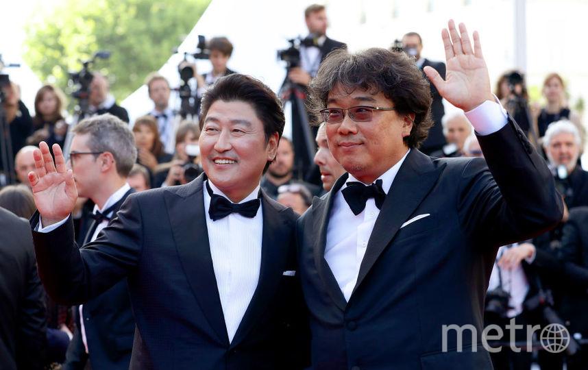 «Золотая пальмовая ветвь» — «Паразиты», режиссер Пон Джун-Хо (на фото справа). Фото Getty