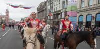 По Невскому проспекту прошла цирковая колонна во главе с Запашными