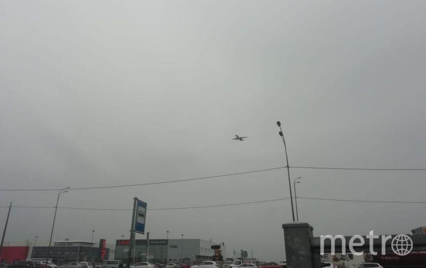 """В Пулково приземлился самолет с технической неисправностью. Фото """"Metro"""""""
