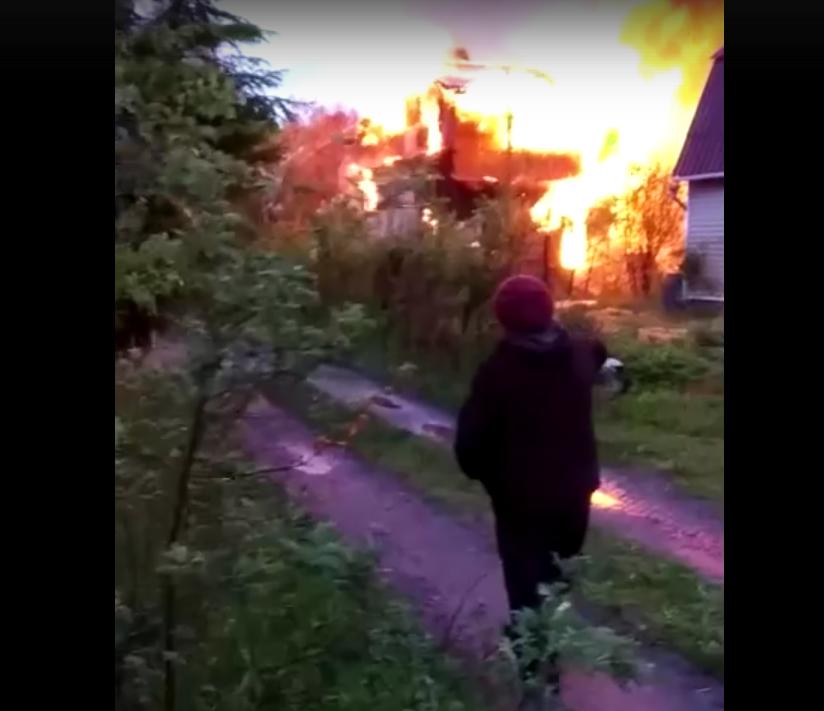 В Ленобласти сгорел частный дом: Фото. Фото ДТП и ЧП | Санкт-Петербург | Питер Онлайн | СПб, vk.com