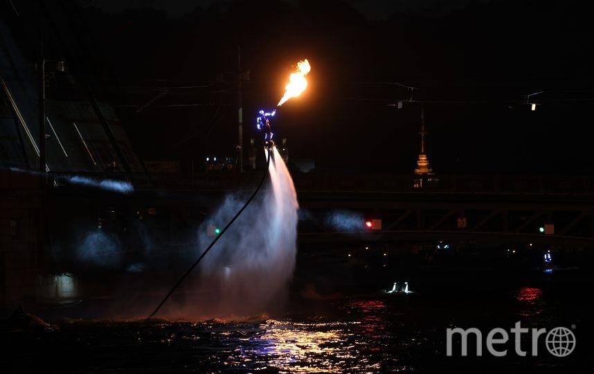 """Гидрофлай-акробаты. Фото Святослав Акимов, """"Metro"""""""