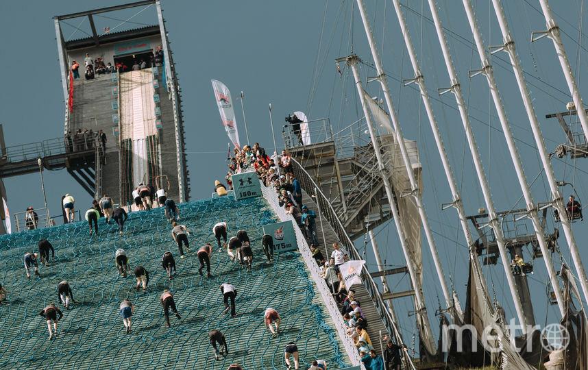 Трамплин оборудован канатной лестницей, за которую участники могут держаться. Фото redbullcontentpool.com | Павел Сухоруков, Предоставлено организаторами