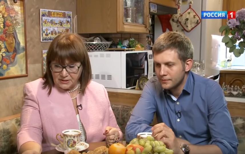 Борис Корчевников с мамой. Фото Скриншот Youtube