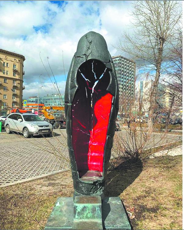 Таганка. Скульптура «Куколка» Александра Рукавишникова там же. Фото Скриншот Instagram/taganka_region