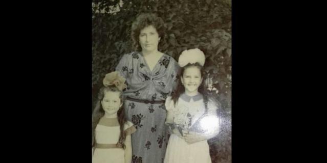 Анастасия и её дети, Лена (слева) и Оля, уже после катастрофы.