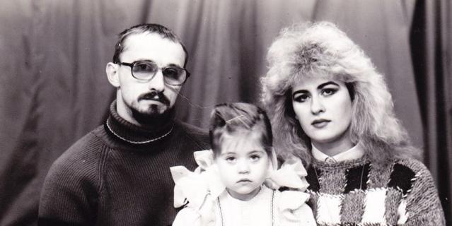 Юля с родителями примерно в то время, когда произошла катастрофа.