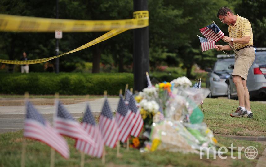 Жители города устроили импровизированный мемориал в память о жертвах. Фото AFP