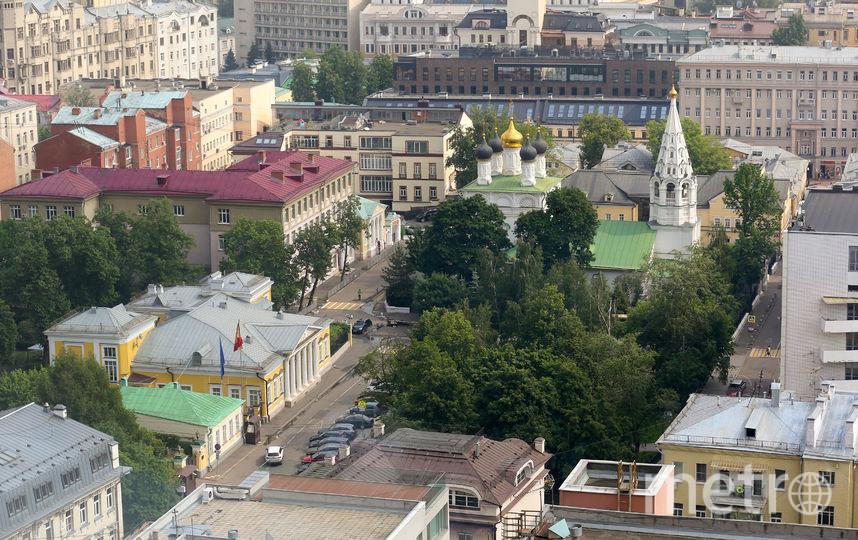 Так выглядит Спасопесковская площадь сегодня. Вид из «дома-книжки» на Новом Арбате. Фото Василий Кузьмичёнок
