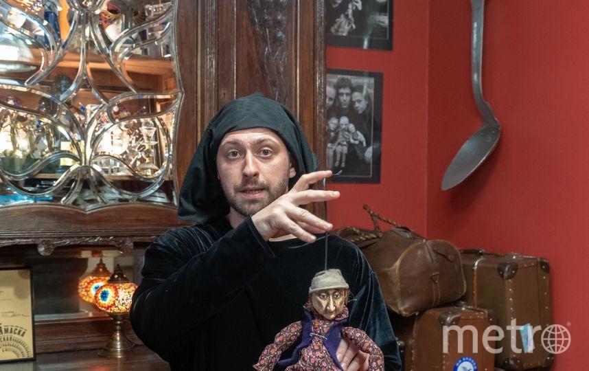 """Кирилл знает, как правильно разговаривать с куклами. Фото Алена Бобрович, """"Metro"""""""