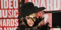 Леди Гага выставила свои самые шокирующие наряды на всеобщее обозрение