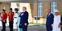 Мелания и Иванка Трамп выбрали белое для встречи с Елизаветой II: фото