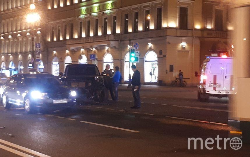 "Фото с места ДТП на Невском. Фото https://vk.com/spb_today, ""Metro"""