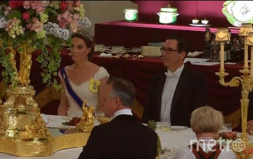 Торжественный ужин в Букингемском дворце. Кейт Миддлтон снова оказалась за вазой. Фото Getty
