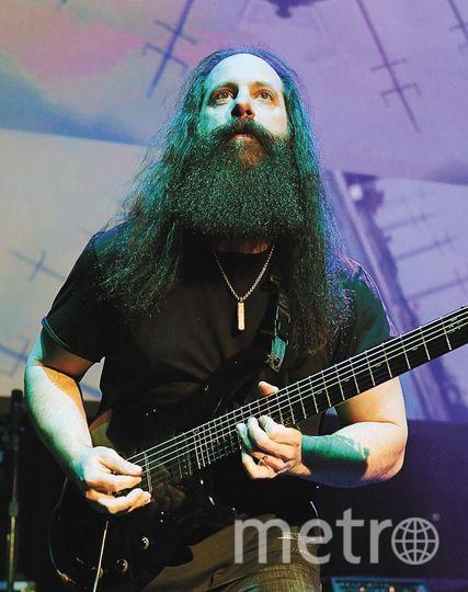 """Гитарист Джон Петруччи. Фото """"Metro"""""""