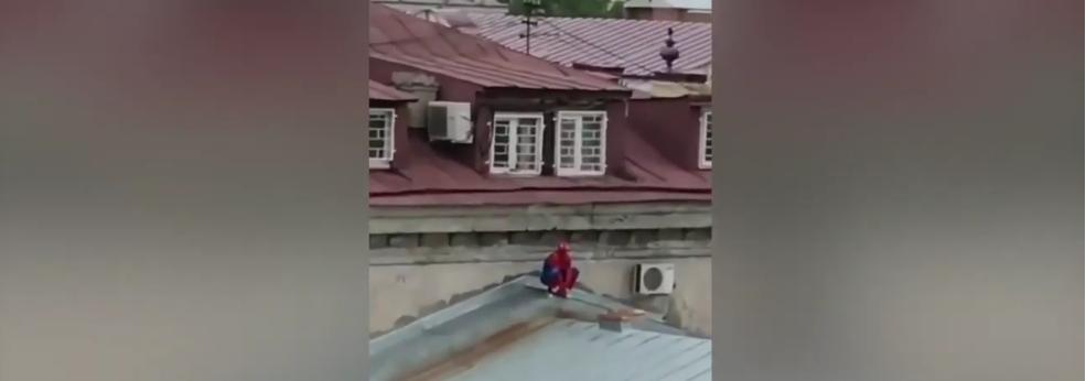 Тот самый иркутский суперерой. Фото скриншот: youtube.com/watch?v=Gehc5CF9U4w
