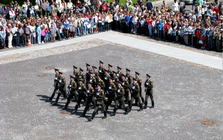 Церемония развода почетного караула. Фото пресс-служба ГМИ СПб