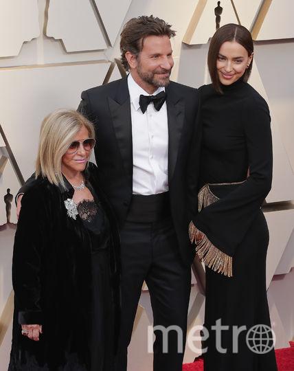 Брэдли Купер, его мама и Ирина Шейк. Фото Getty