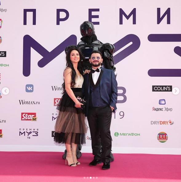 Михаил Галустян с супругой. Фото скриншот https://www.instagram.com/muztv/?hl=ru