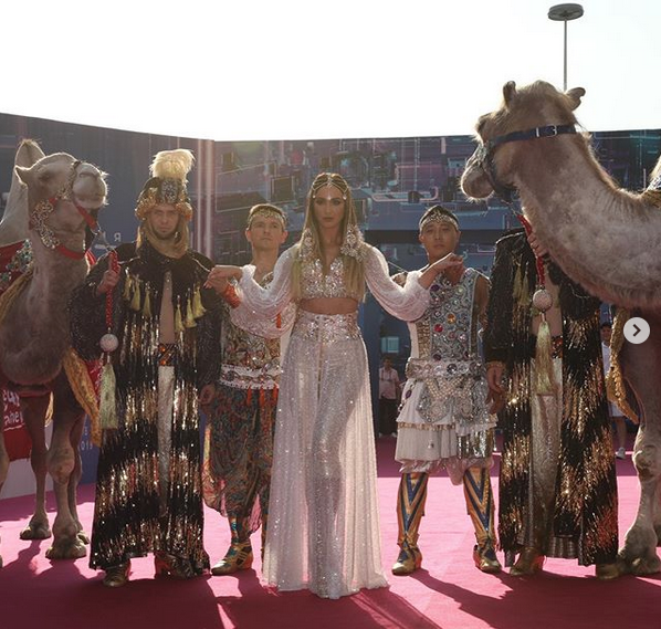 Эффектное появление Ольги Бузовой на премии МУЗ-ТВ 2019. Фото скриншот: instagram.com/muztv/