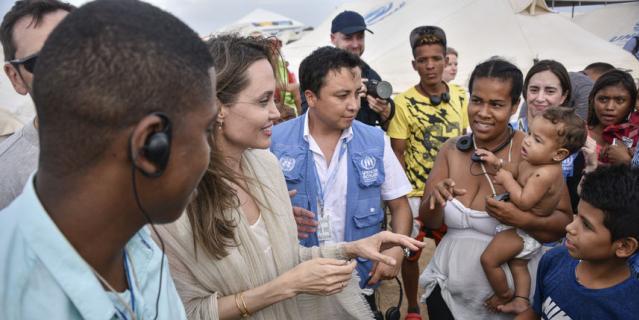 Руки Анджелины Джоли заставили ее фанатов переживать.