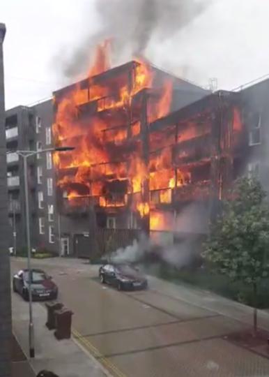 В результате пожара в жилом доме в Лондоне были разрушены 20 квартир, ещё 10 повреждены. Фото Скриншот https://www.youtube.com/watch?v=wqaUJOXGiMw, Скриншот Youtube