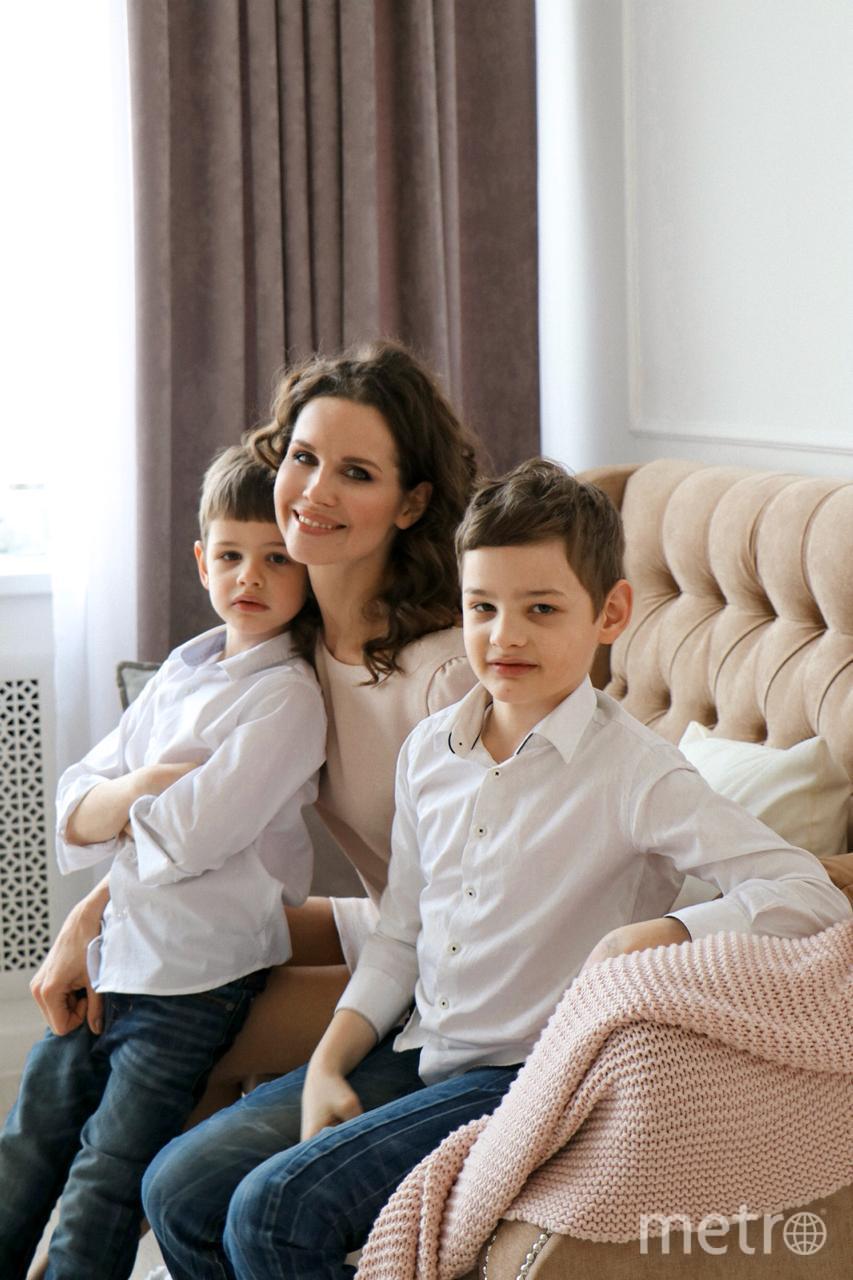 Наталья Лесниковская с сыновьями Егором (8 лет) и Марком (6 лет). Фото предоставлено Натальей Лесниковской