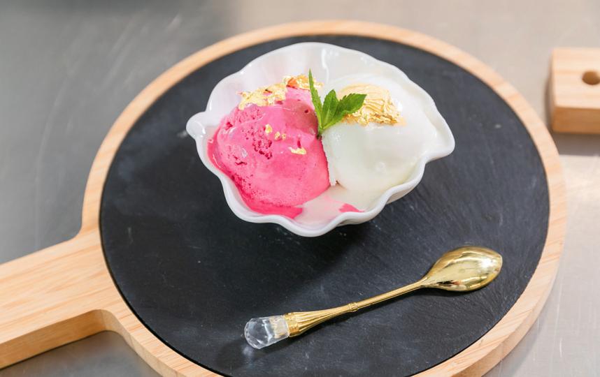 Мороженое из золота создали на ВДНХ. Фото пресс-служба