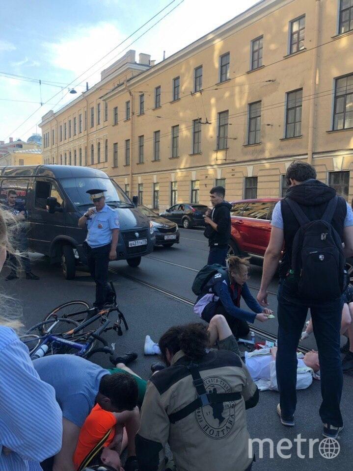 """Фото с места ДТП с велосипедами. Фото https://vk.com/spb_today, """"Metro"""""""