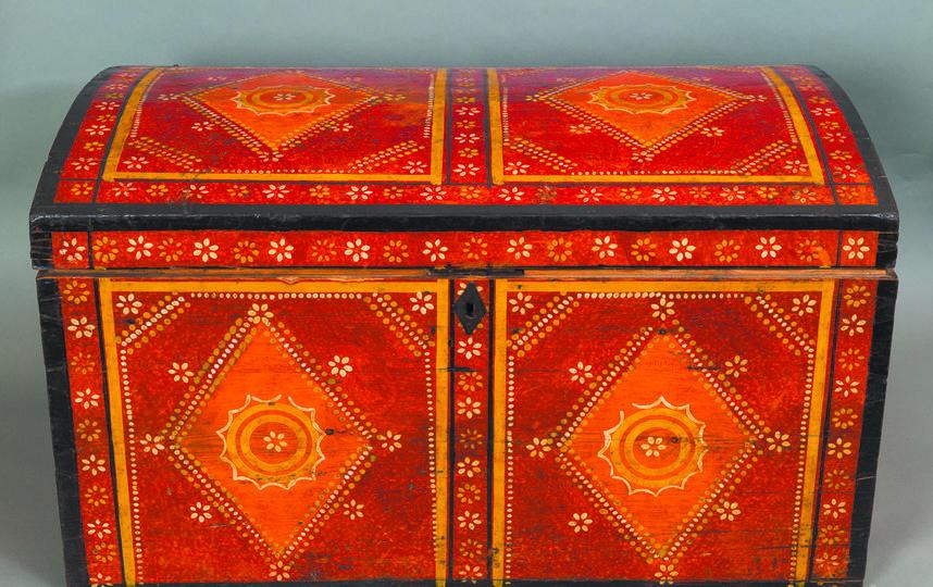 150 тысяч рублей может стоить расписной колллекционный сундук. Фото предоставлено музеем декоративно-прикладного и народного искусства