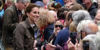 Летний выход: Кейт Миддлтон выбрала хаки-пиджак и походные ботинки (фото)
