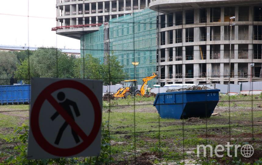 """На прошлой неделе в интернет-сообществе """"Яндекс.Район"""" появился призыв прекратить застройку обширной зелёной территории возле Удальцовских прудов. Фото Василий Кузьмичёнок"""
