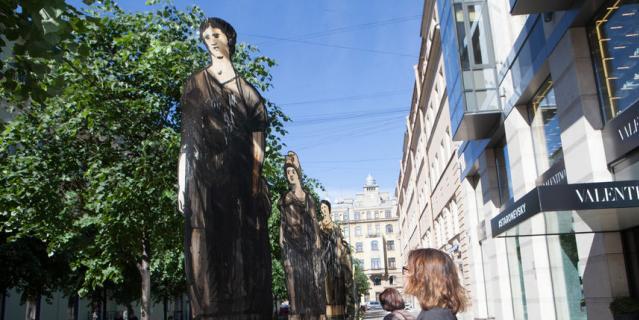 В Тележном переулке открылась выставка работ Александра Шишкина-Хокусая.