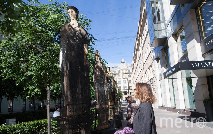 """В Тележном переулке открылась выставка работ Александра Шишкина-Хокусая. Фото """"Metro"""""""
