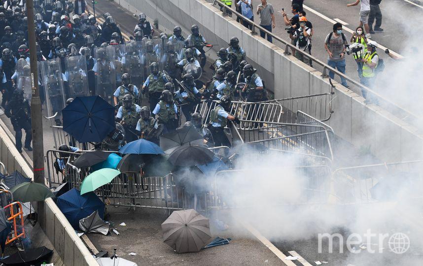 В акциях использовали зонтики – они стали уже традиционным символом протеста в Гонконге. Фото AFP