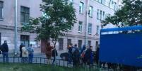 Жильцов дома на Выборгской в Петербурге, где треснула стена, эвакуировали