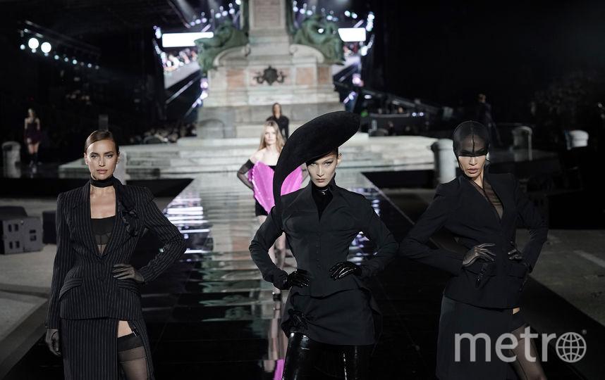 Ирина Шейк, Белла Хадид и Джоан Смоллс. Фото Getty