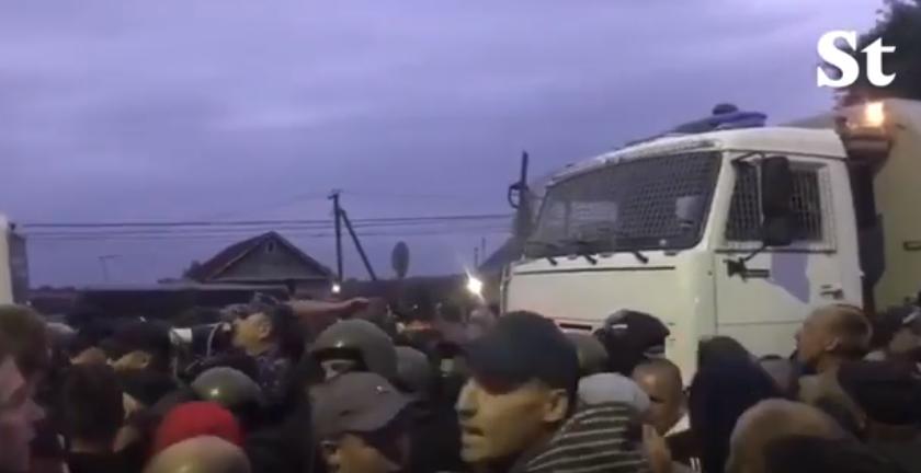 В Пензенской области местные жители вышли на народный сход. Фото скриншот YouTube , РИА Новости