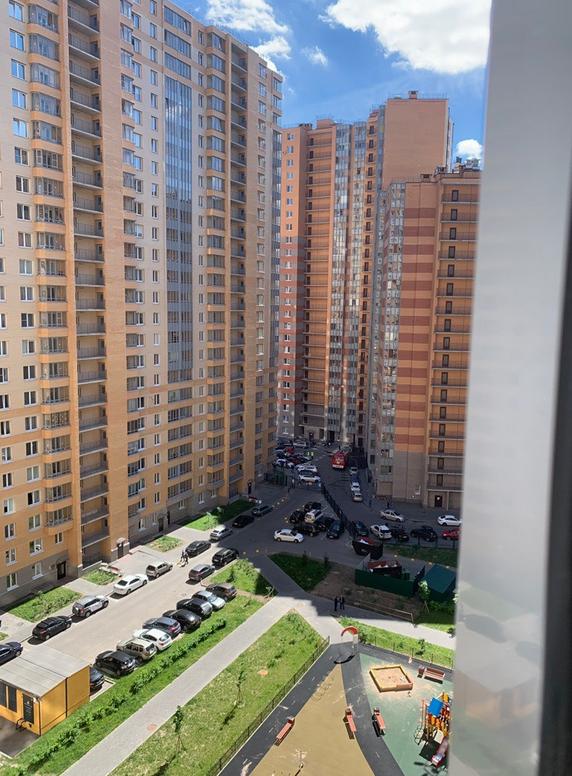 В Кудрово школьник на балконе проводил эксперименты и устроил взрыв. Фото https://vk.com/spb_today